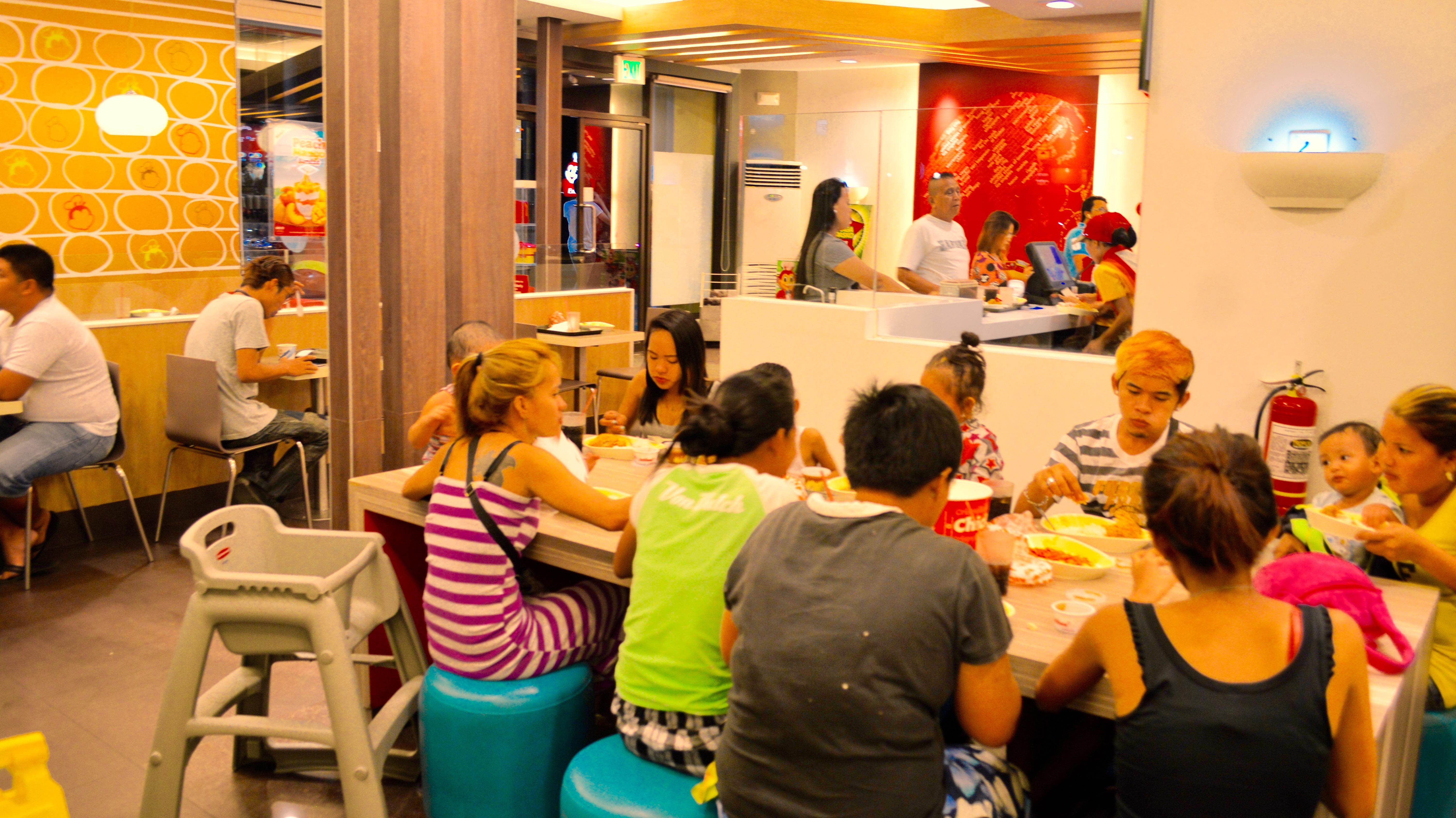 家族・フィリピン・外食・ジョリビー・安い
