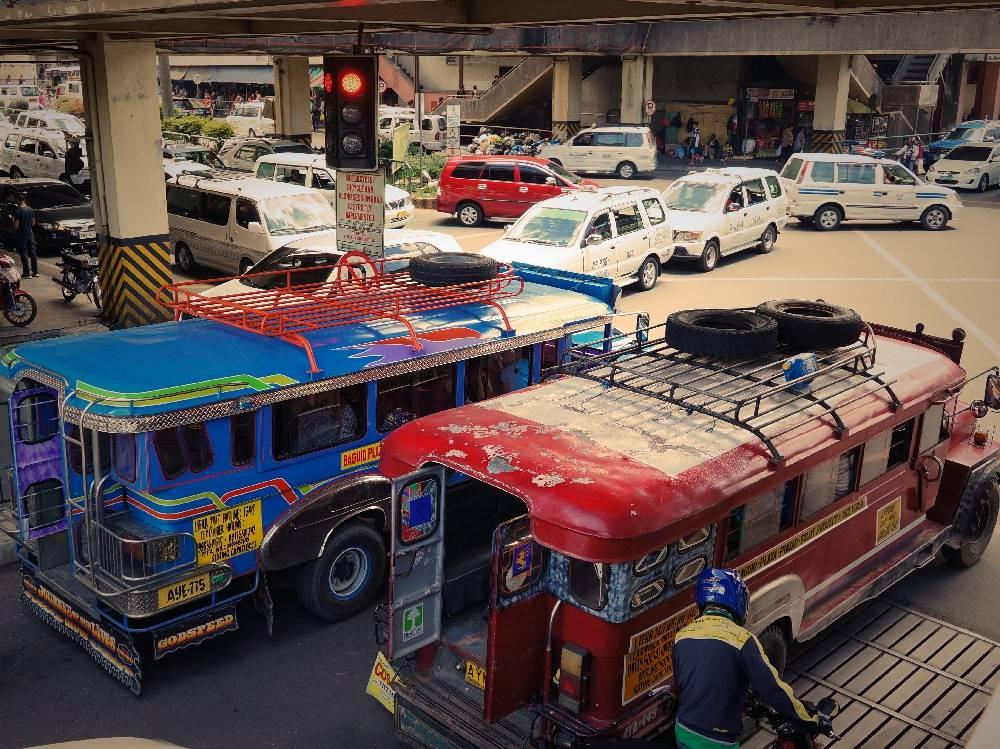 フィリピン ジプニー 渋滞