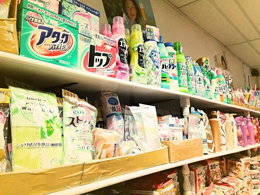 洗剤までもが売っている!ここは日本なのか?いえ、フィリピンです。。