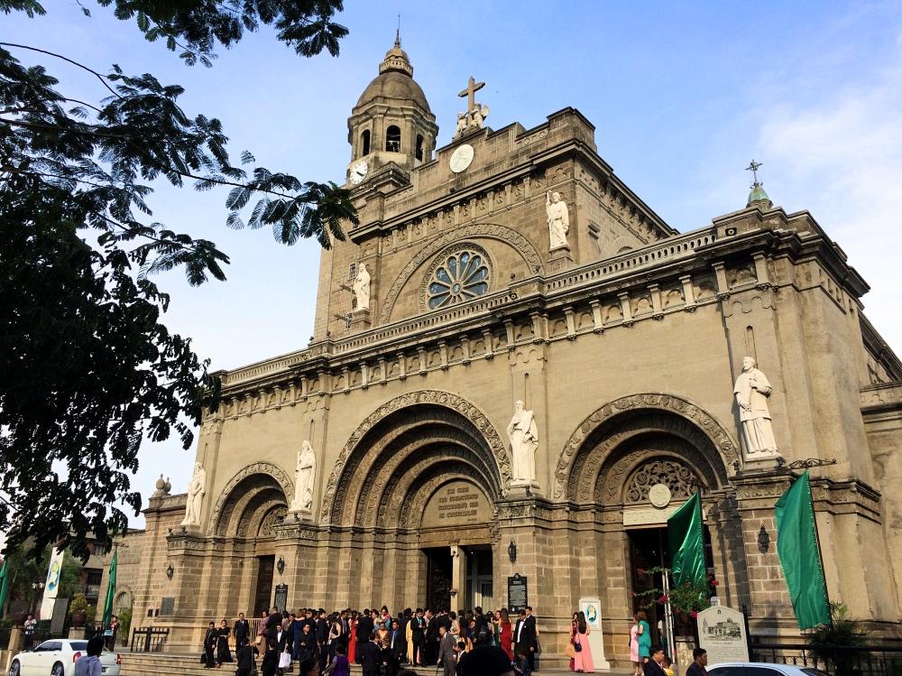 イントラムロスの教会。圧倒的な存在感です。。。