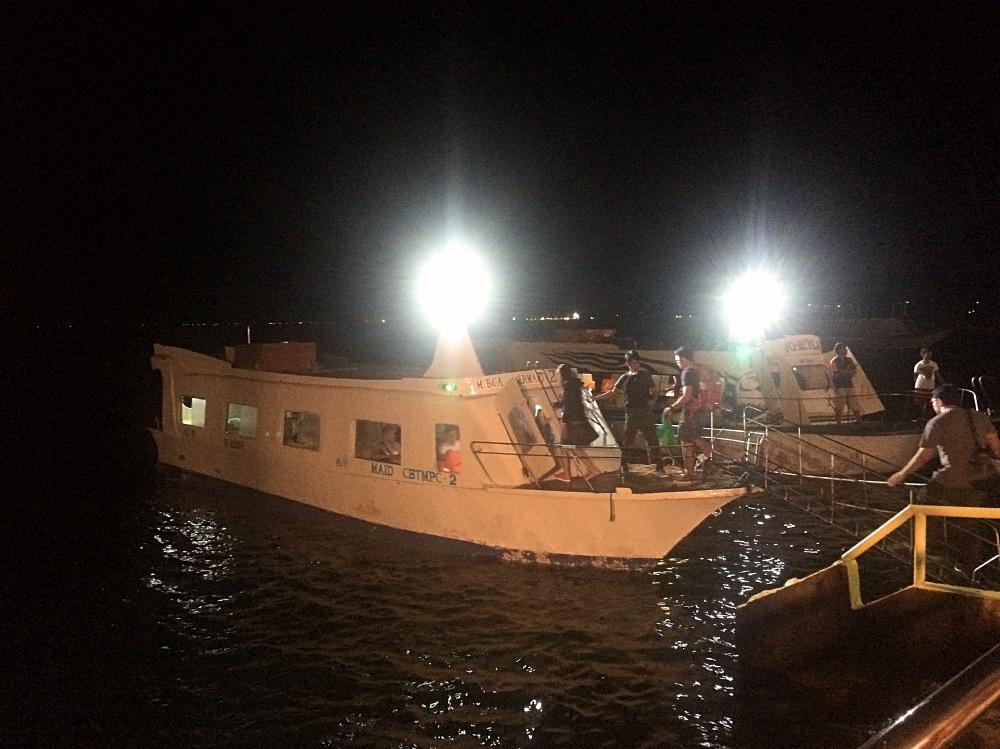 カティクラン港のボート乗り場。この船に乗ってボラカイ島に向かいます。